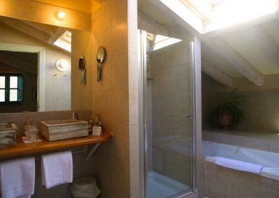 habitaciones superiores con salon bano
