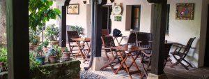hotel con encanto en cantabria porche y jardin